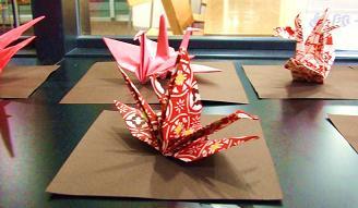 4F「歴史の蔵」に飾ってある鶴たち とっても華やかです