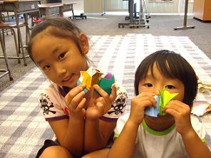 お姉さんが紙相撲で優勝!おめでとう!