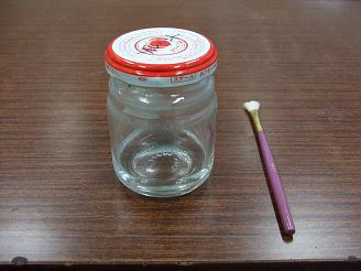 ビンの中の透明な液体がソルベント              セロテープの他、ラベル張替時なども使用します