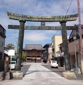 現在の春日神社鳥居(スタッフ撮影)