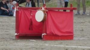 「朱雀隊」のゴール。陣太鼓が吊るされています。