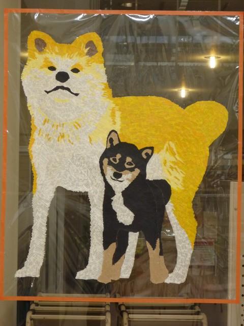 ほぼ原寸大の秋田犬と柴犬が、お迎えしています。