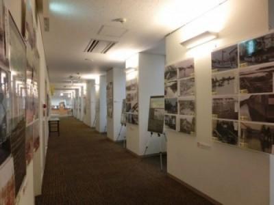 ①4階展示ストリートの様子。 パネルと写真で昭和時代の桑名をふり返ります。